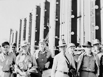 File:Phillips Refinery Workers 1942.jpg