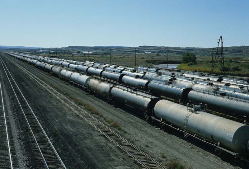 File:Railroadtankcars.jpg